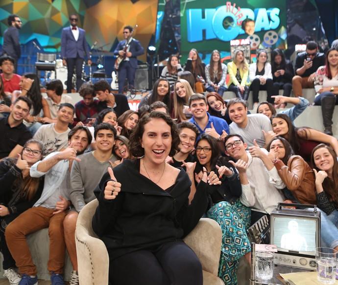 Jout Jout posa para foto com os fãs da plateia do Altas Horas (Foto: Carol Caminha/Gshow)