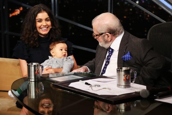 Sophie Charlotte apresenta o filho Otto a Jô Soares (Foto: Rodrigo Peixoto/Gshow)