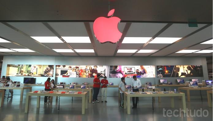 Apple Store no Rio de Janeiro está com a maçã em vermelho para simbolizar a campanha contra a AIDS (Foto: Laura Rezende /TechTudo)