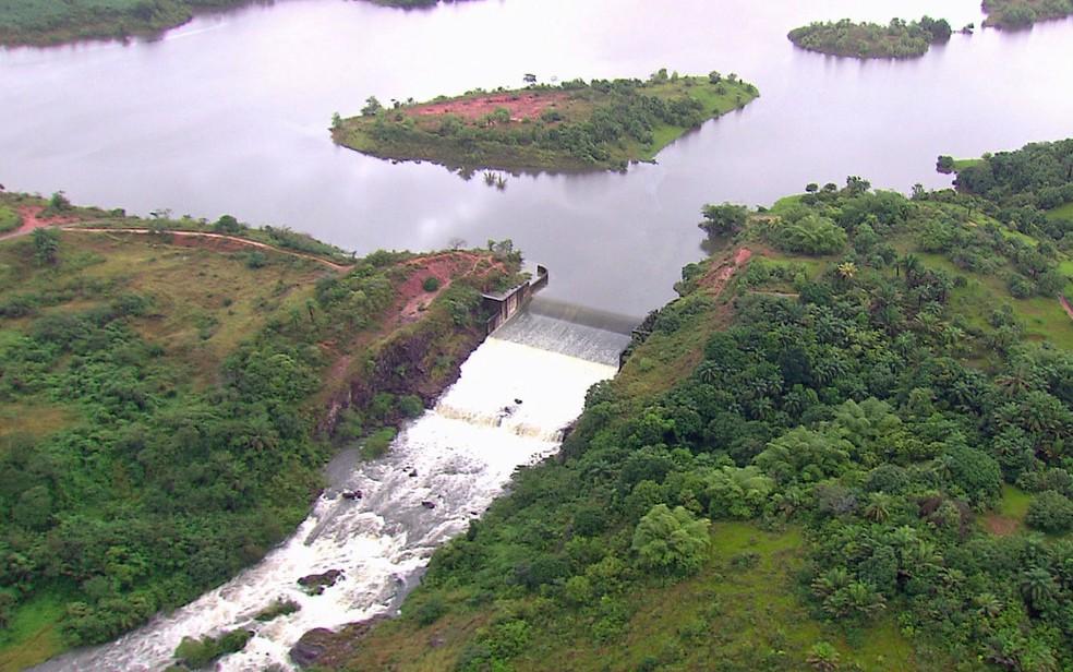 Barragem de Pirapama, no Cabo de Santo Agostinho, está no limite de sua capacidade (Foto: Reprodução / TV Globo)