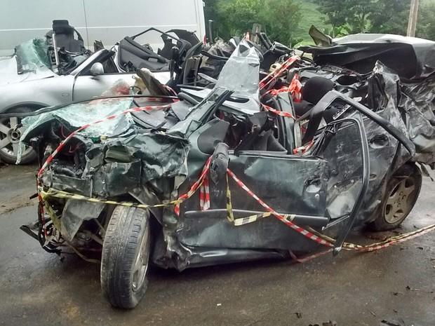 Bebê de 4 meses que estava no Peugeot 207 teve apenas algumas escoriações (Foto: PMRv/Divulgação)