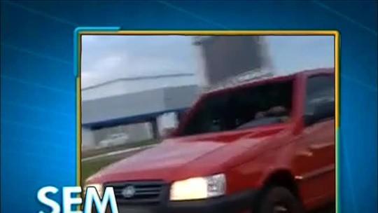 Motorista é flagrado dirigindo carro sem para-brisa em avenida de Palmas