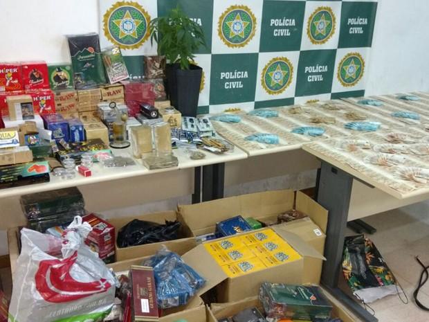Material apreendido com suspeitos de tráfico, em Santa Teresa (Foto: Divulgação/Polícia Civil)