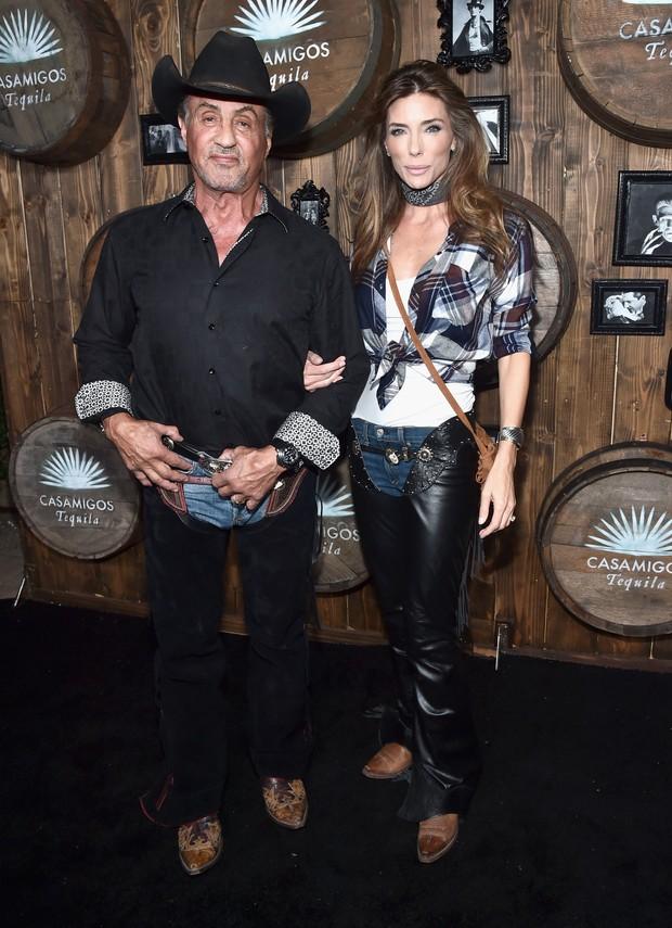 Sylvester Stallone e Jennifer Flavin em festa de Halloween em Los Angeles, nos Estados Unidos (Foto: Alberto E. Rodriguez/ Getty Images/ AFP)