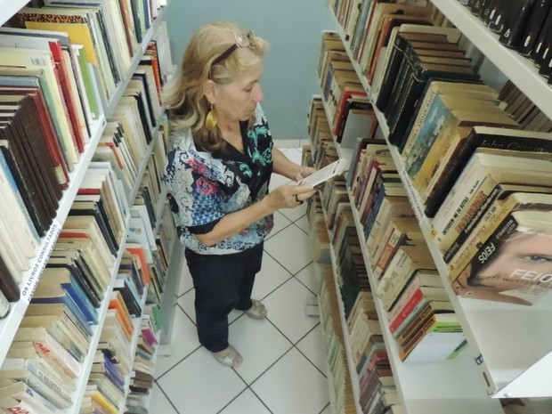 Ivete do Nascimento Pereira, de 61 anos,  trabalhou 33 anos como bibliotecária (Foto: Caio  Silveira/G1)