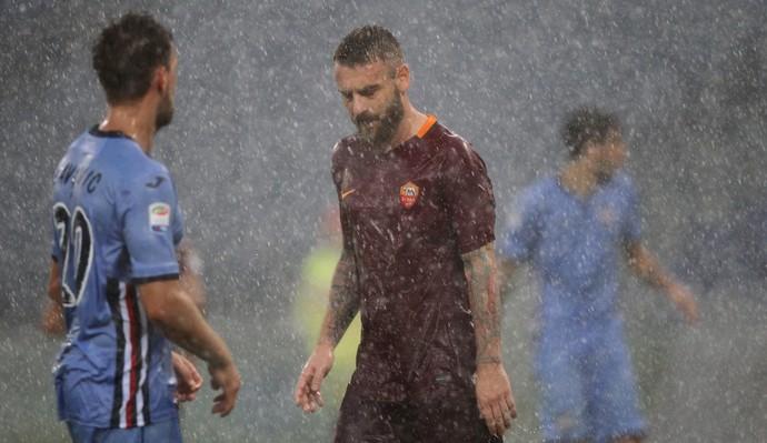 De Rossi chuva Roma Sampdoria (Foto: Getty Images)