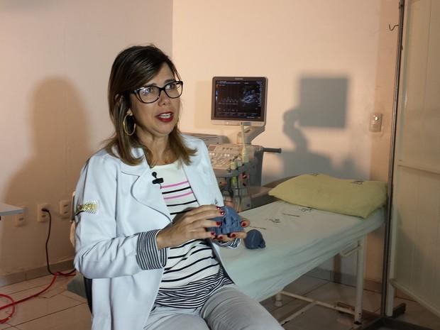 Médica Adriana Melo teme que crianças com malforamação fiquem sem atendimento (Foto: Artur Lira/G1)