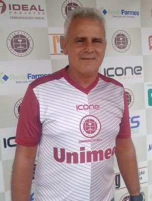 Vevé disse que seu primeiro desafio será motivar o elenco da Desportiva (Foto: Wagner Chaló/GloboEsporte.com)