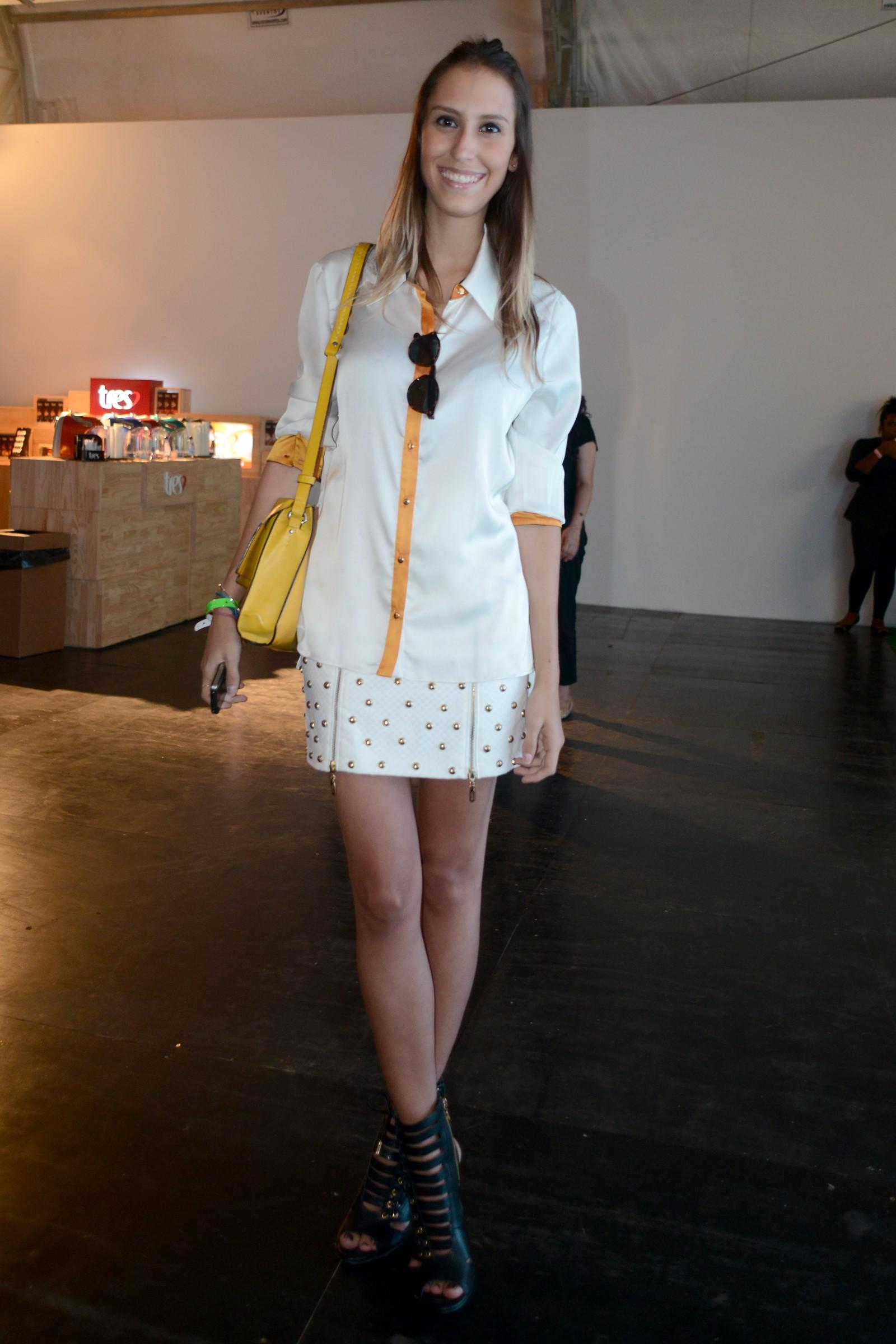 Fashionistas investem em looks curtos como resposta para polêmica pesquisa do Ipea sobre machismo