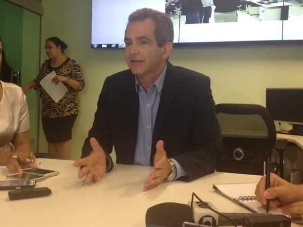 Secretário Estadual de Saúde, Leonardo Vilela, fala sobre casos suspeitos de microcefalia em Goiás (Foto: Fernanda Borges/G1)