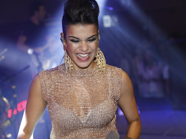 Mari Antunes, do Babado Novo, em show em Salvador, na Bahia (Foto: Fred Pontes/ Divulgação)