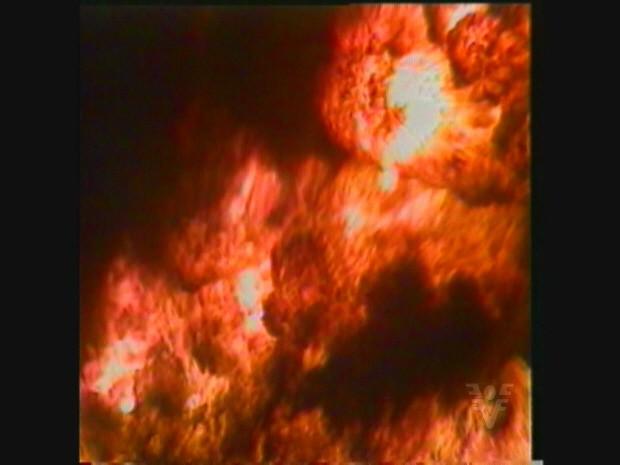 Incêndio começou por volta da 0h deixando 93 mortos e 3000 desabrigados (Foto: Reprodução / Tv Tribuna)
