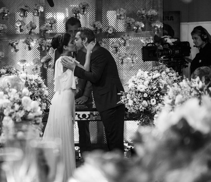 Vanessa Giácomo e Cauã Reymond gravam casamento de Tóia e Juliano (Foto: Inácio Moraes/ Gshow)
