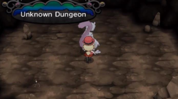 Já na caverna, Mewtwo aguarda a batalha (Foto: Reprodução/Youtube)