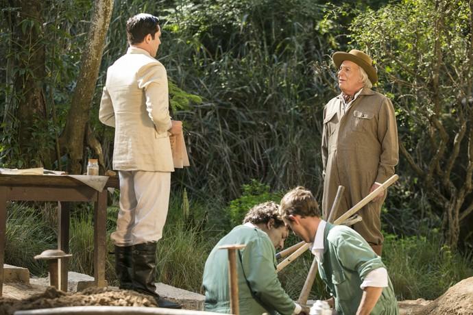 Pandolfo discute com engenheiro (Foto: Raphael Dias / Gshow)