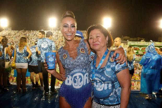 Sabrina Sato e a mãe (Foto: AgNews)