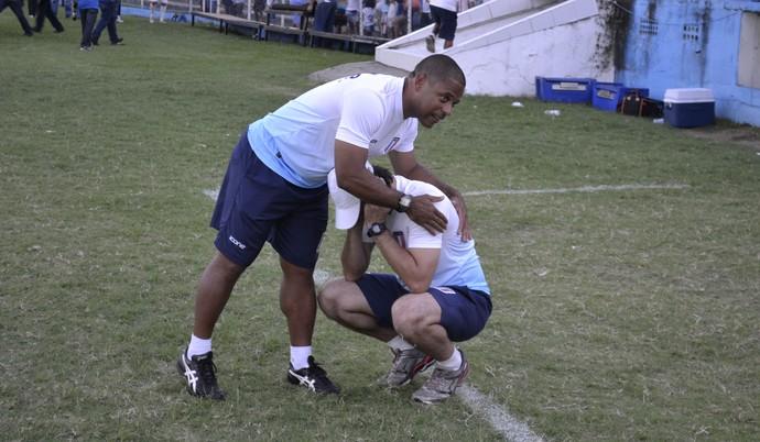 Wagner Nascimento e Fábio Giuntini, preparador físico e técnico do Espírito Santo FC (Foto: Sidney Magno Novo/GloboEsporte.com)