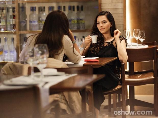 Clara e Marina jantam juntas em shopping (Foto: Raphael Dias / TV Globo)