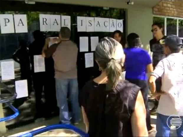 Servidores em greve cobram reposição de perdas salariais (Foto: Reprodução/TV Clube)