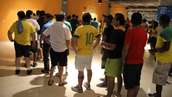 Banheiros da Arena amazônia apresentam grandes filas no jogo Camarões x Croácia (Foto: João Paulo Maia)
