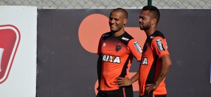 Rafael Carioca e Patric, do Atlético-MG (Foto: Rafael Araújo)