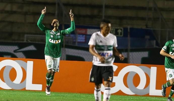Bruno Rangel gol Coritiba x Chapecoense (Foto: GERALDO BUBNIAK - Agência Estado)