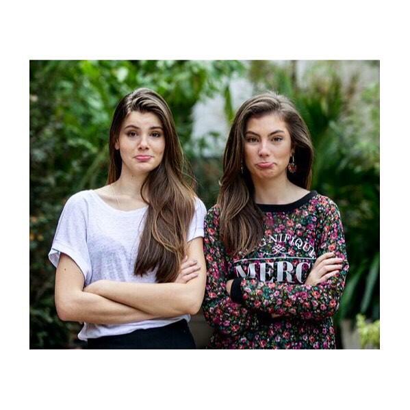 Camila Queiroz e Bruna Hamu: Idênticas (Foto: Reprodução/Instagram)