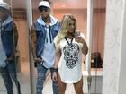 Lorena Improta deixa pernas à mostra ao lado do namorado, Léo Santana