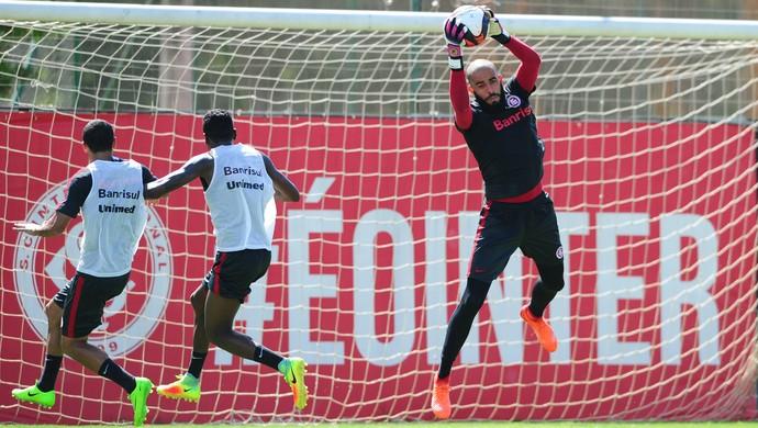 Danilo Fernandes em treino do Inter (Foto: Ricardo Duarte / Inter, DVG)