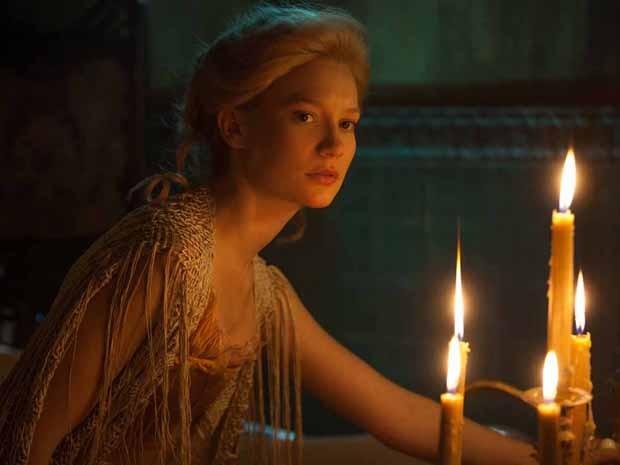 Mia Wasikowska em 'A colina escarlate' (Foto: Divulgação)