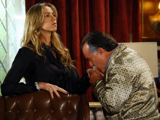 Otávio dá uma de sonso e diz que não chantagiou Vânia (Foto: Guerra dos Sexos / TV Globo)