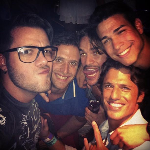 Ex-BBBs Max, Rodrigo e João Maurício curtem noite juntos (Foto: Instagram)