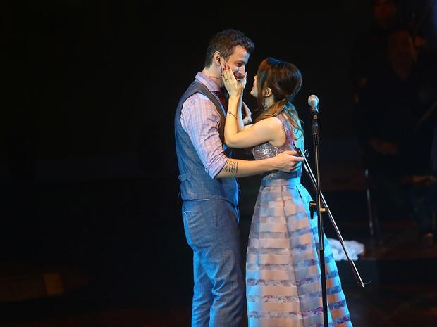 Sandy e Lucas se beijam em show em São Paulo (Foto: Iwi Onodera/ EGO)