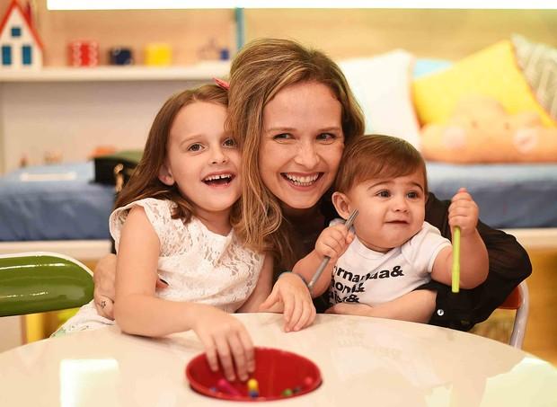 Fernanda Rodrigues e os filhos, Bento, 1, e Luísa, 7 (Foto: Arquivo pessoal/ Fernanda Rodrigues)