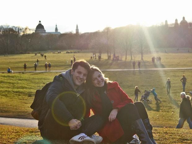 Unidos! Alice e Marcos curtem o friozinho europeu juntos! (Foto: Arquivo Pessoal)