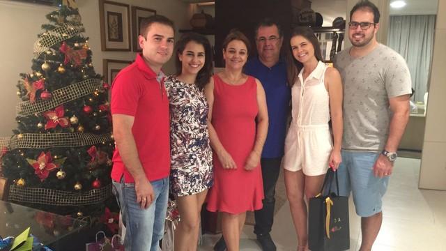 Mayara Vieira e a família  (Foto: Mayara Vieira/Arquivo pessoal)