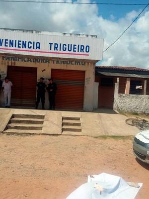 Segundo a PM, após matar o dono da loja, assaltante largou uma bicicleta no local do crime e fugiu a pé (Foto: Divulgação/Polícia Militar do RN)