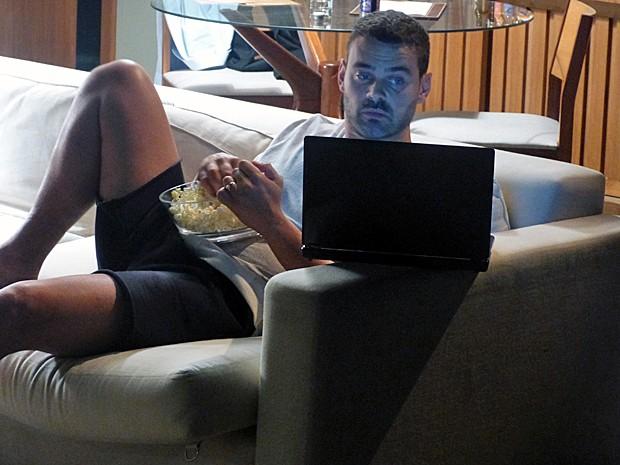 Maurílio se diverte com desespero de José Alfredo (Foto: Fabio Rosso/ Gshow)