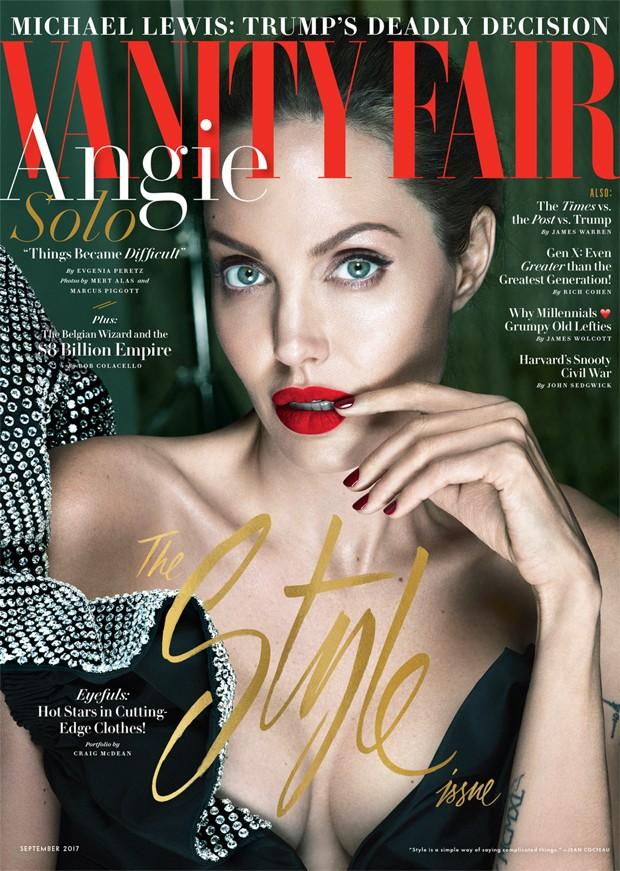 Angelina Jolie posa para a capa da Vanity Fair (Foto: Reprodução)