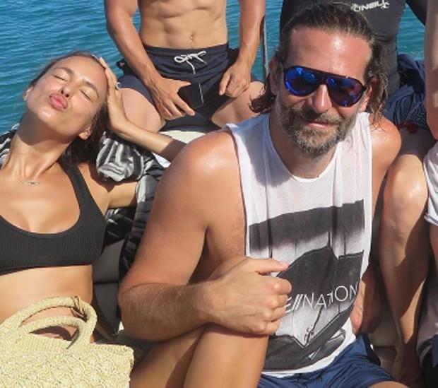 Irina Shayk e Bradley Cooper em férias paradisíacas