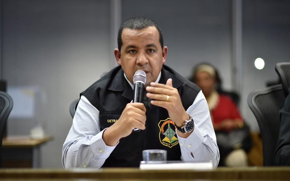 O diretor-geral do Detran, Jayme Amorim, em coletiva de imprensa antes de ser exonerado do cargo (Foto: Andre Borges/Agência Brasília)