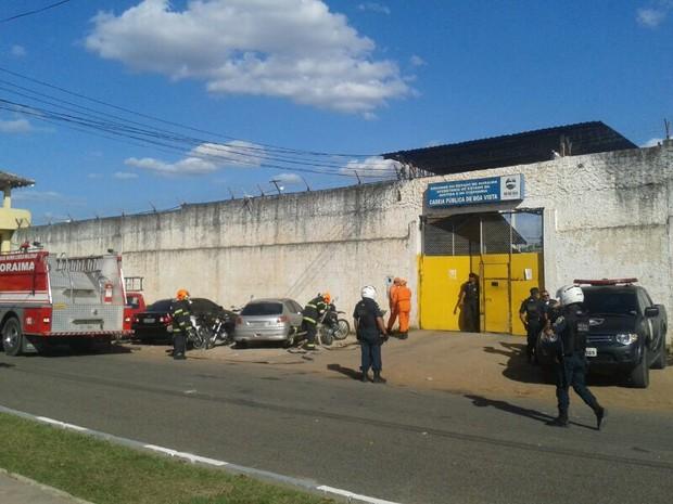Bombeiros foram chamados para conter princípio de incêndio (Foto: Natacha Portal/G1RR)