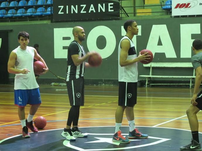 Arnaldinho e a principal referência do time de basquete do Botafogo (Foto: Marcello Pires)