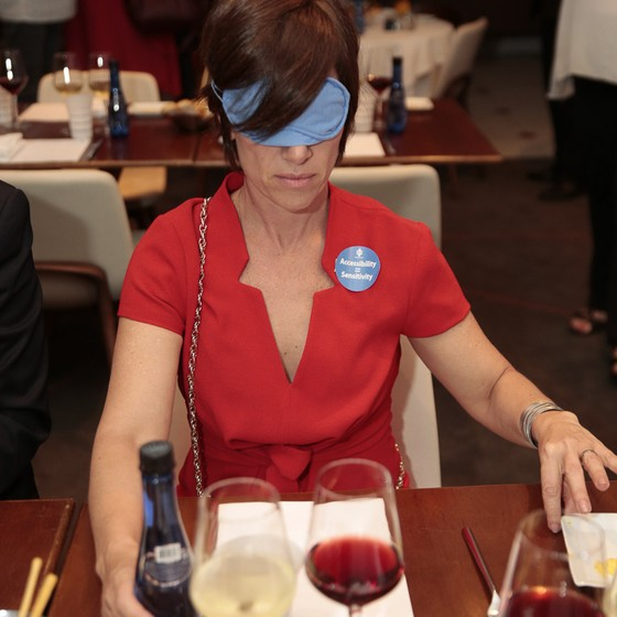Bel Kutner teve a experiência de jantar com os olhos vendados pela primeira vez (Foto: Felipe Panfili)