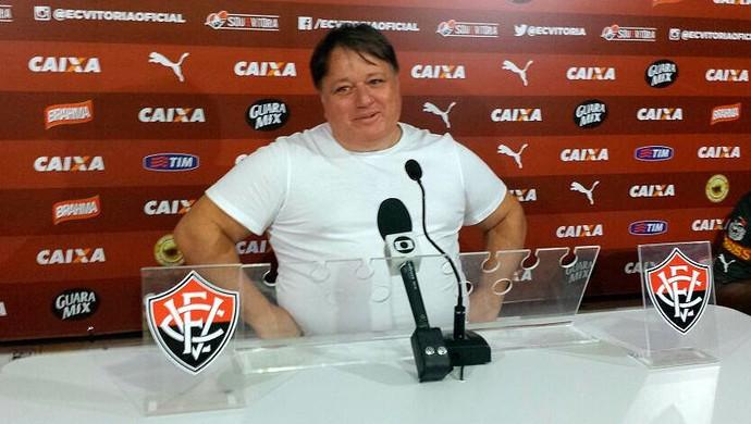 Anderson Barros; Vitória (Foto: Thiago Pereira)