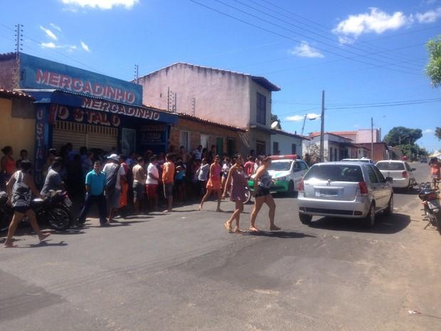 Jovem foi morto com dois tiros no bairro Vila Nova (Foto: Divulgação/PM)