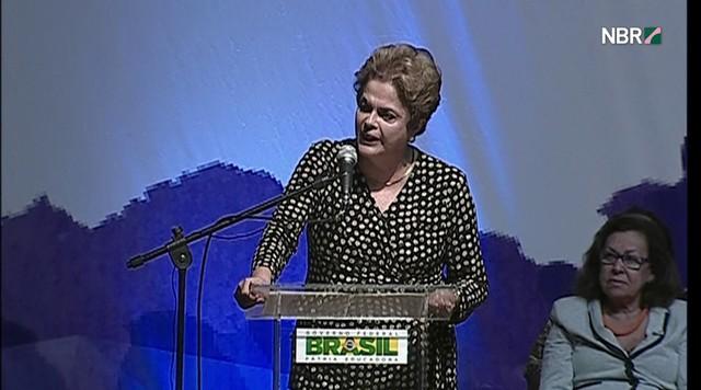 Dilma diz que está cansada de 'desleais' e 'traidores'
