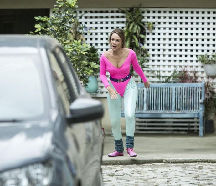 Tancinha sai atrás de Tito com a roupa da mãe e dá o que falar na vila! (Foto: Raphael Dias/Gshow)