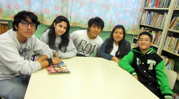 Adolescentes estrangeiros contam suas histórias ao G1 (Foto: Gabriela Gonçalves/G1)