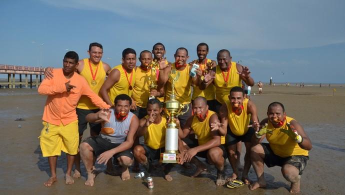 Tralhoto, pelo feminino e Polvo, no masculino, são os campeões do estadual de futelama 2014 (Foto: Gabriel Penha/GE-AP)